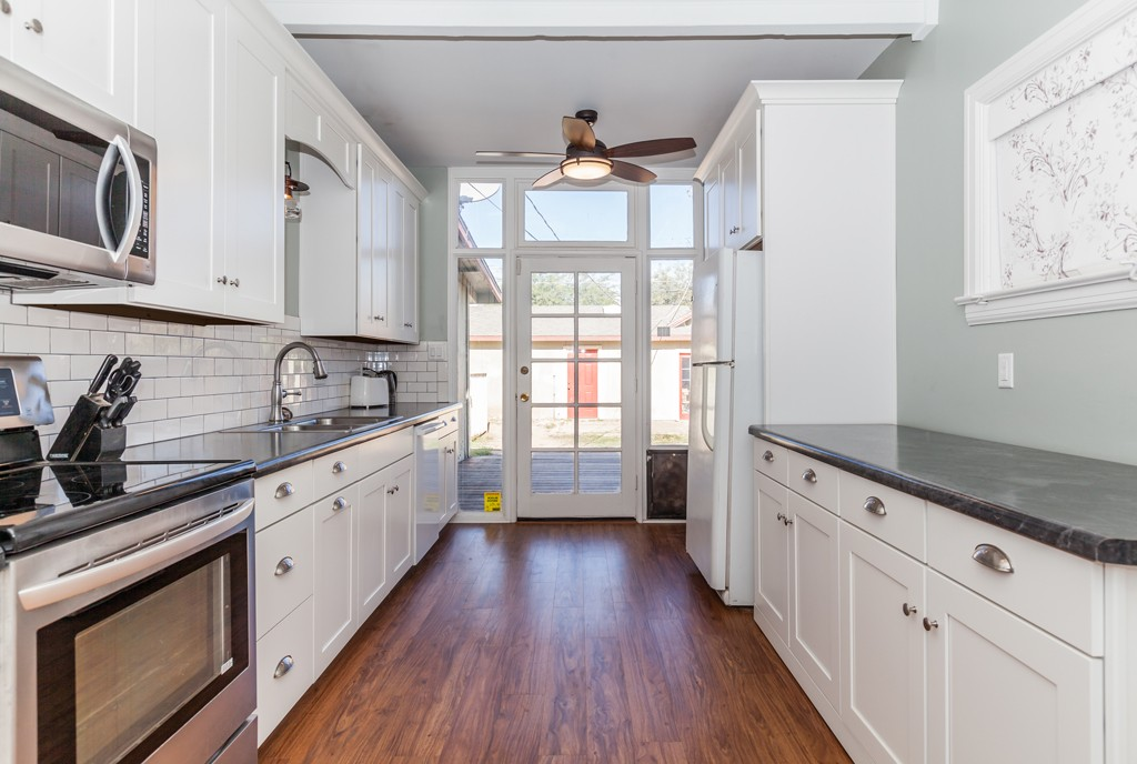 Inviting Bungalow on Portland – Kitchen, Bathroom and ...